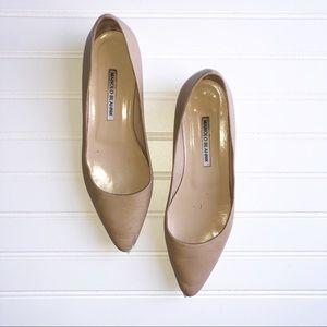Manolo Blahnik 38.5 Beige Leather Almond Toe Flat